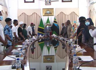 """RAIS Dkt. Mwinyi amekutana na wasanii wa Tamasha la """"Nandy Festival"""" Ikulu Zanzibar."""