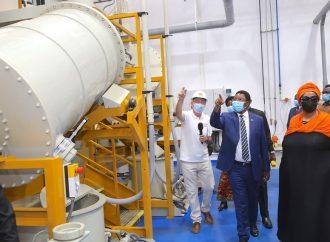 Waziri Mkuu Majaliwa ametembelea kiwanda cha kusafisha Madini ya Dhahabu cha Geita Gold Refinery cha Mjini Geita.