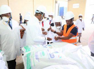 Waziri Mkenda ametembelea na kufanyamazungumzo na Menejimenti ya kiwanda cha Mbolea cha FOMI nchini Burundi.